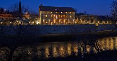 Hotel Deutsche Mühle am Abend (Rückansicht)